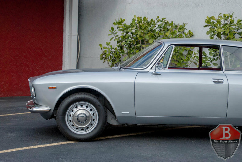 Alfa Romeo Sprint Veloce 1967 $86000.00 incacar.com
