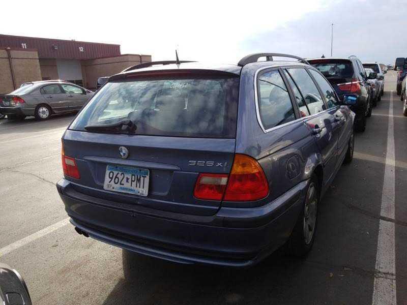 used BMW 3-Series 2004 vin: WBAEP33494PF03637