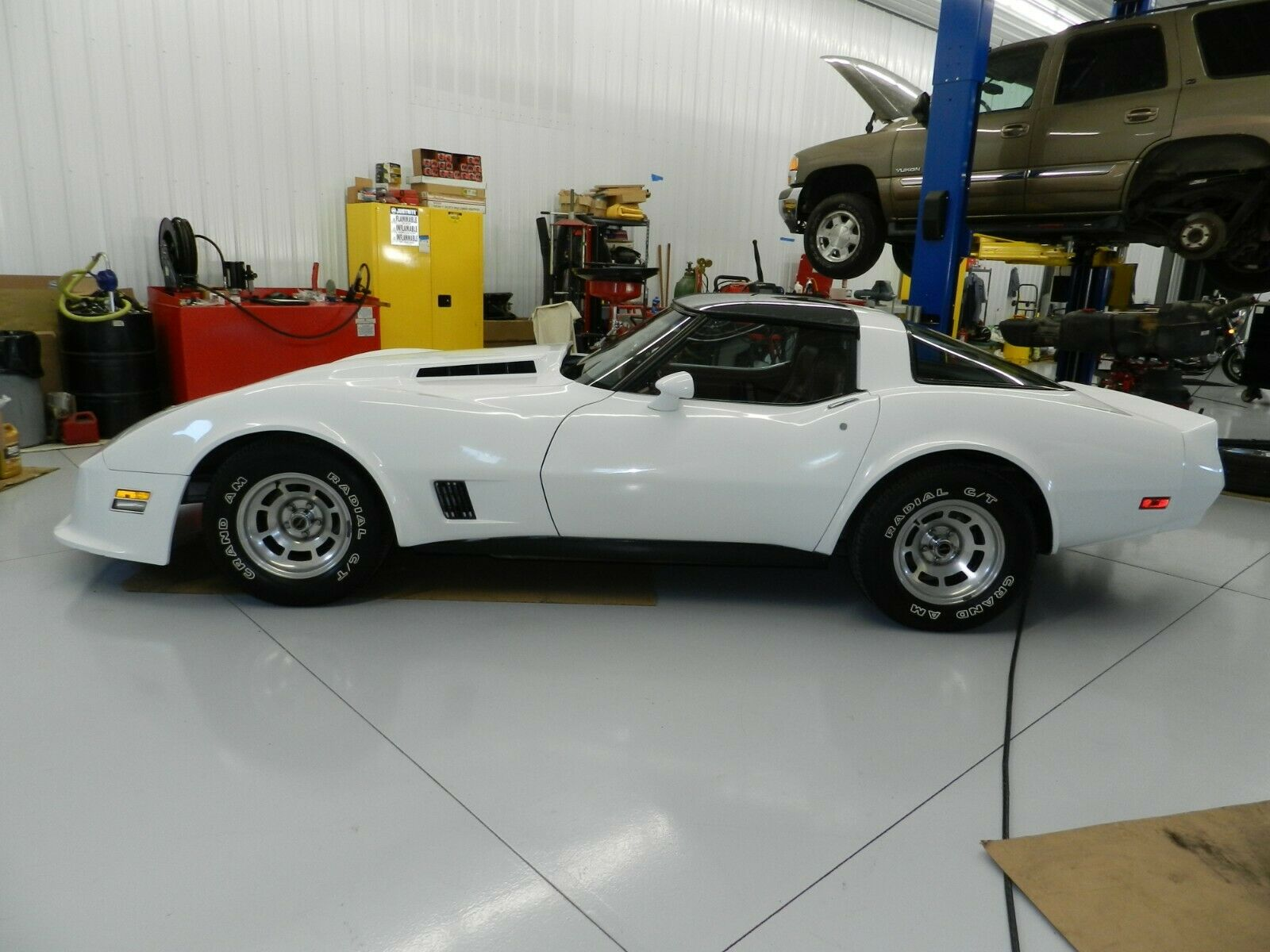 Chevrolet Corvette 1981 $17500.00 incacar.com