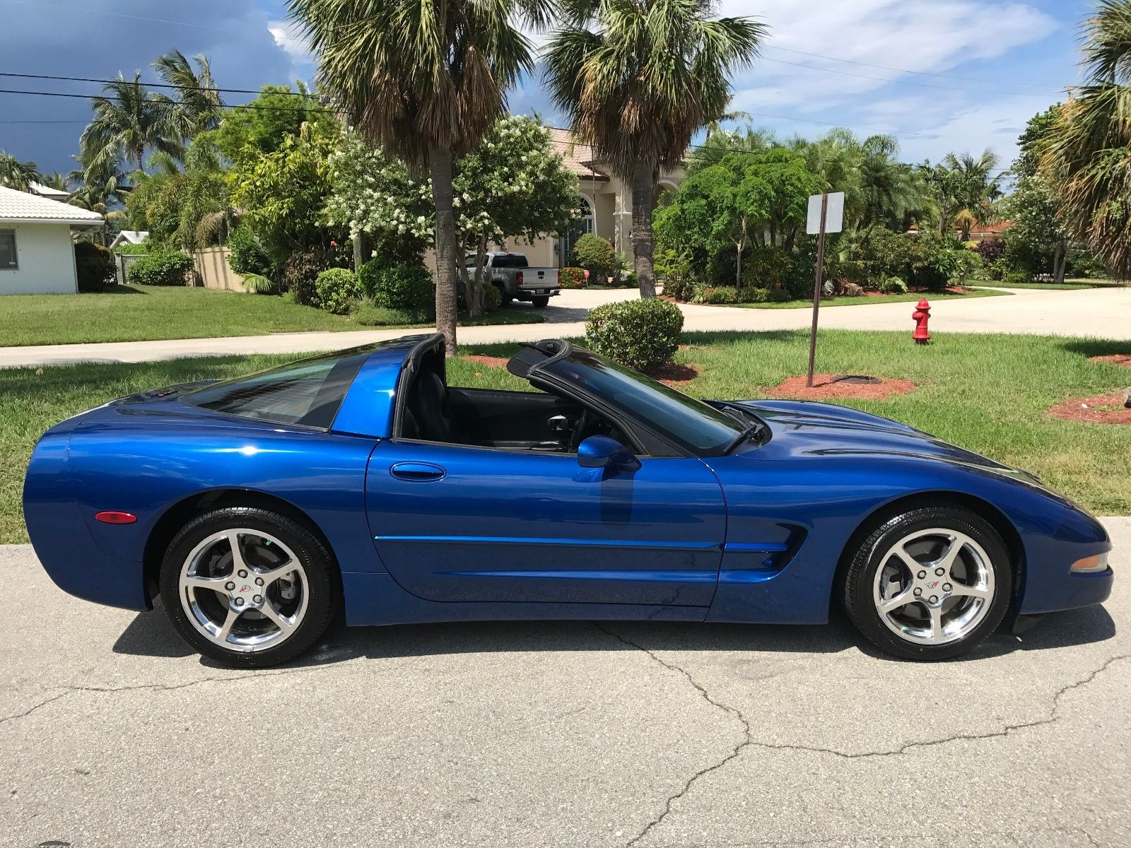 Chevrolet Corvette 2002 $14800.00 incacar.com
