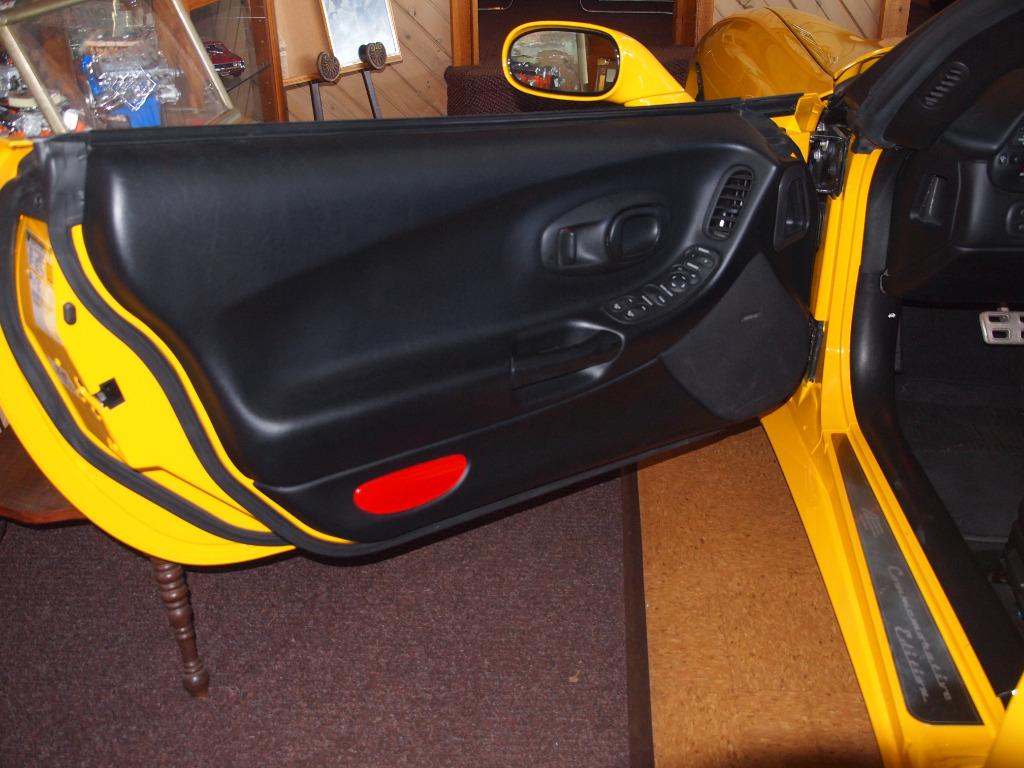 used Chevrolet Corvette 2004 vin: 1G1YY32G045128246