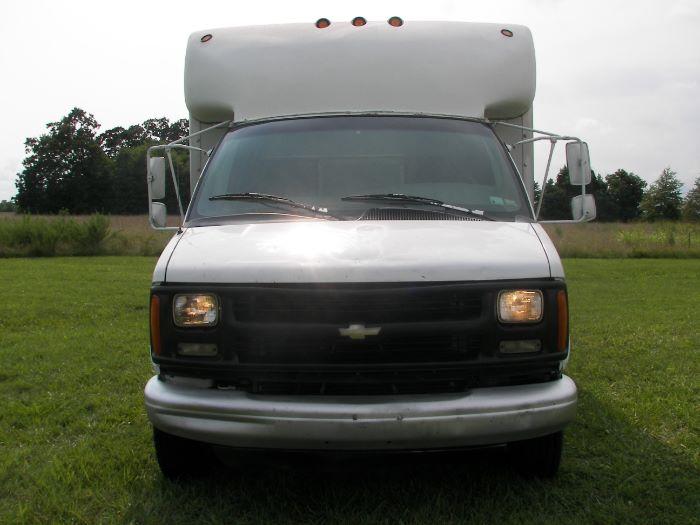 Chevrolet Express 2000 $4500.00 incacar.com