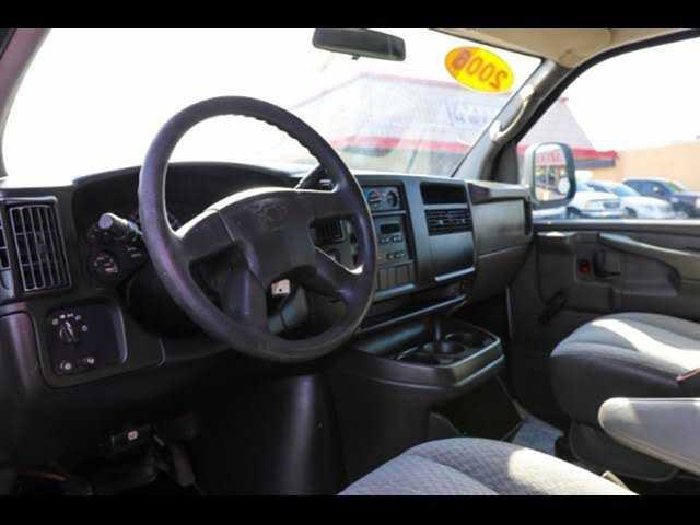 Chevrolet Express 2005 $3450.00 incacar.com
