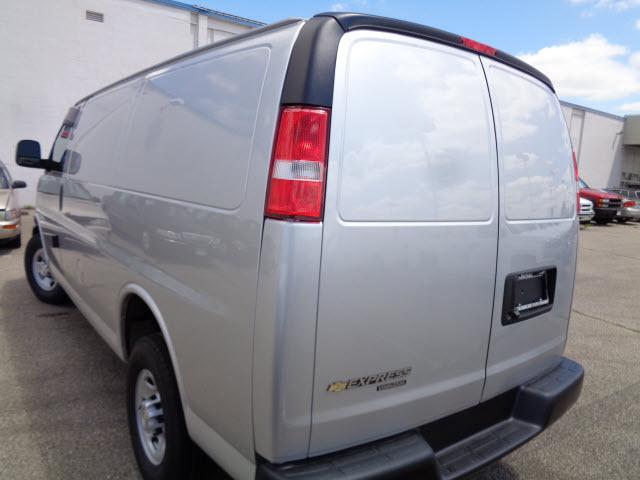 Chevrolet Express 2016 $27987.00 incacar.com