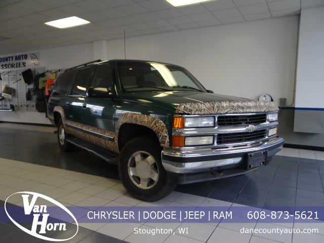Chevrolet Suburban 1999 $3300.00 incacar.com