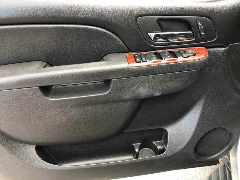 Chevrolet Suburban 2013 $9998.00 incacar.com