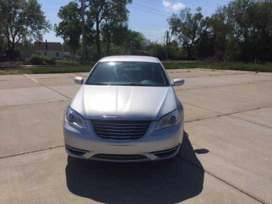 Chrysler 200 2012 $4995.00 incacar.com
