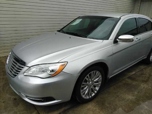Chrysler 200 2012 $9500.00 incacar.com