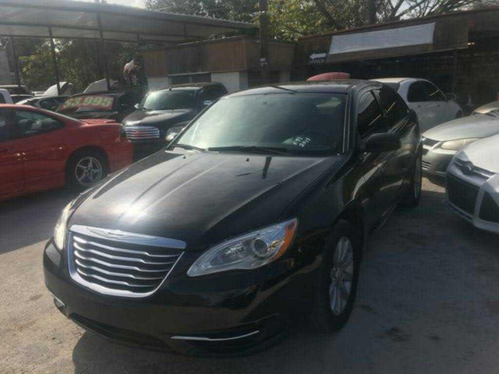 Chrysler 200 2013 $3950.00 incacar.com