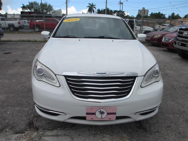 Chrysler 200 2014 $4500.00 incacar.com