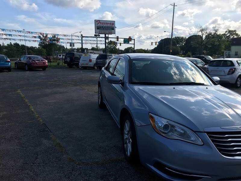 Chrysler 200 2014 $5799.00 incacar.com