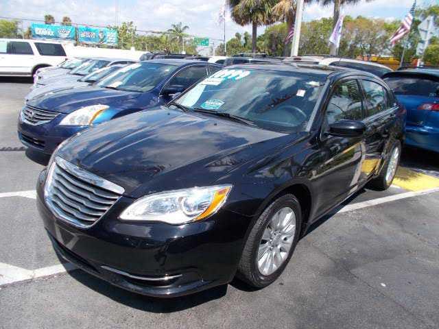 used Chrysler 200 2014 vin: 1C3CCBAB4EN205674