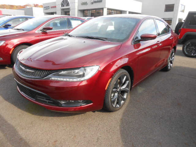 Chrysler 200 2015 $35890.00 incacar.com
