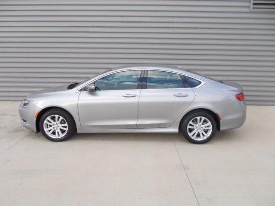 Chrysler 200 2016 $15775.00 incacar.com