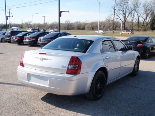 Chrysler 300C 2010 $7995.00 incacar.com