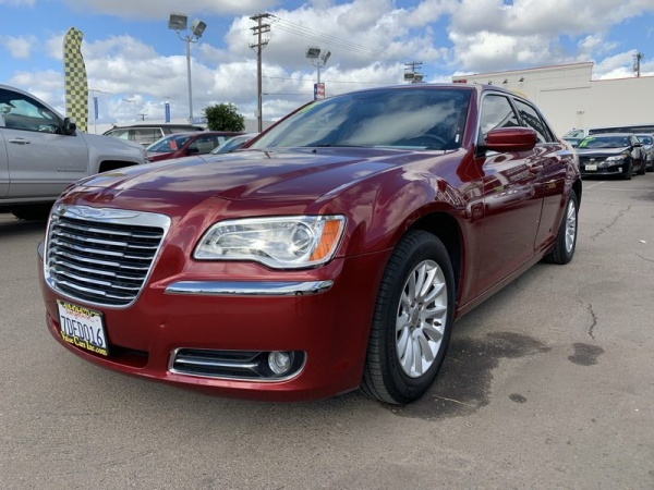 Chrysler 300C 2013 $15900.00 incacar.com