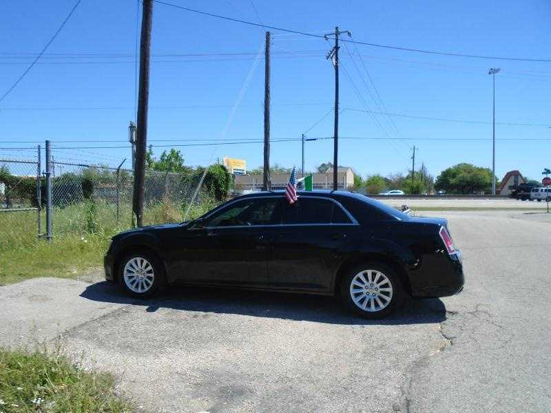 Chrysler 300C 2014 $18999.00 incacar.com