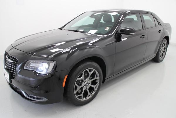 Chrysler 300C 2015 $26000.00 incacar.com