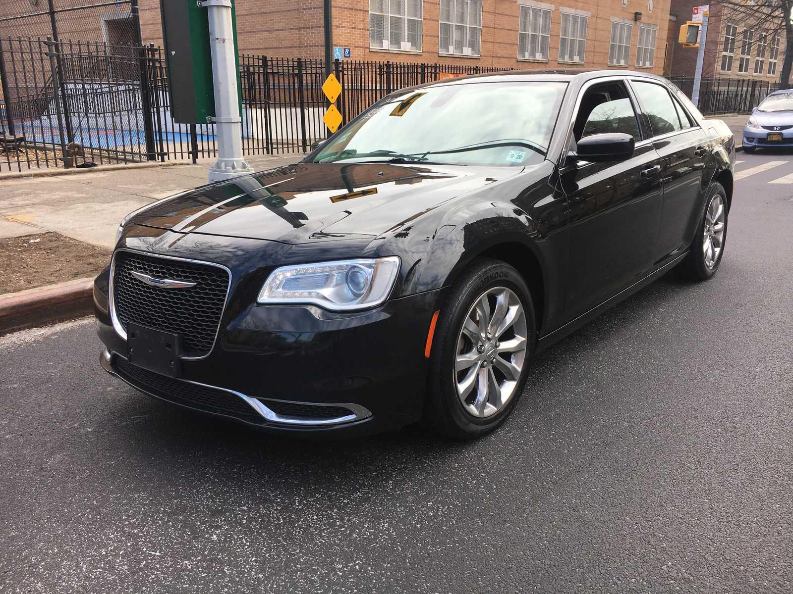 Chrysler 300C 2015 $7995.00 incacar.com