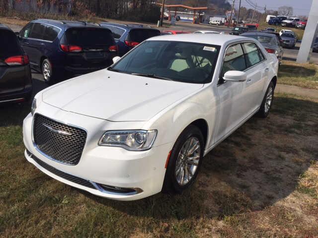 Chrysler 300C 2016 $25000.00 incacar.com