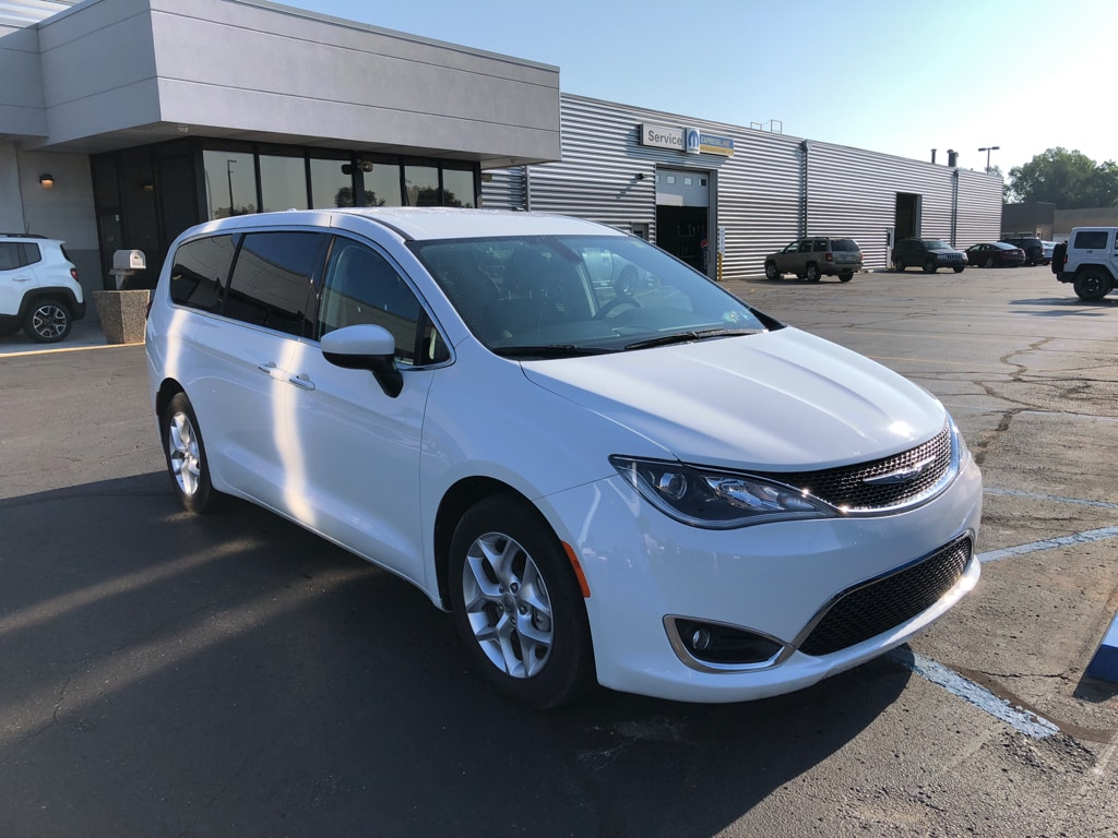 Chrysler Pacifica 2017 $32249.00 incacar.com
