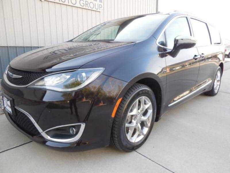 Chrysler Pacifica 2017 $30900.00 incacar.com