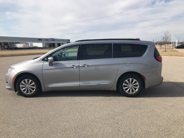 Chrysler Pacifica 2017 $21000.00 incacar.com
