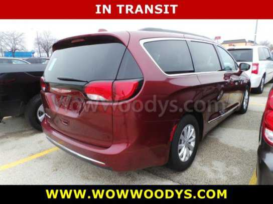 Chrysler Pacifica 2017 $22429.00 incacar.com