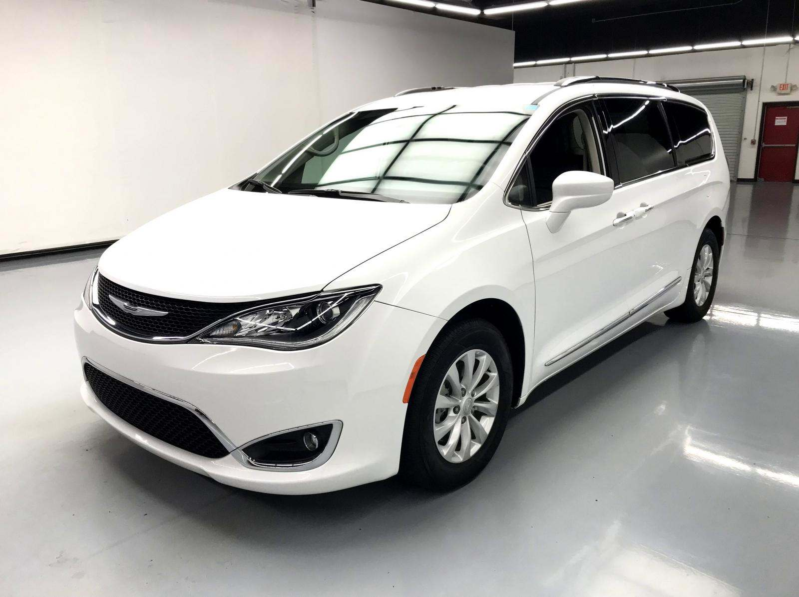 used Chrysler Pacifica 2019 vin: 2C4RC1BGXKR554914