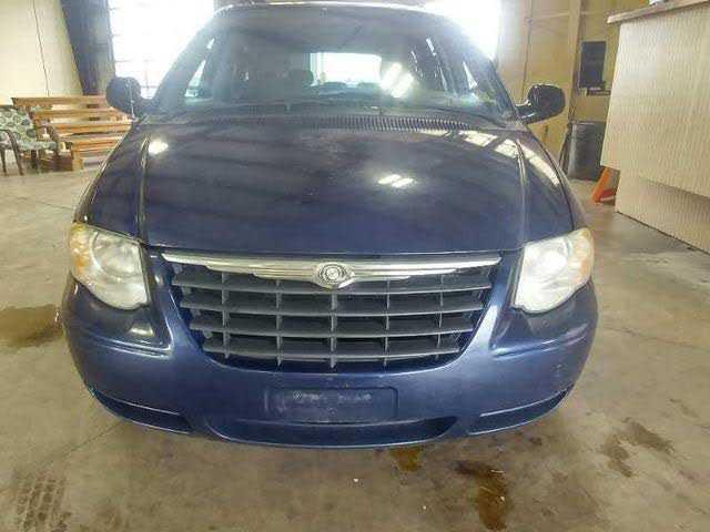 Chrysler TOWN & COUNTRY 2005 $1700.00 incacar.com
