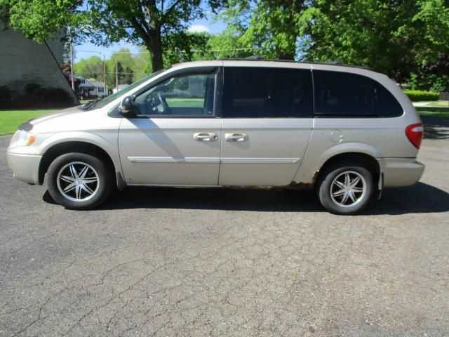 Chrysler TOWN & COUNTRY 2005 $1495.00 incacar.com