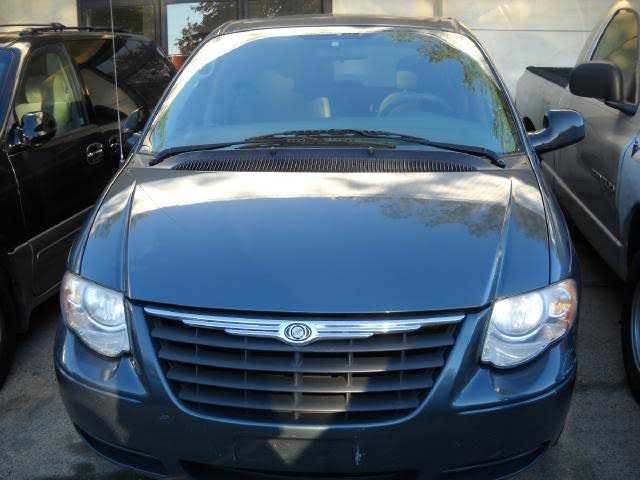 used Chrysler TOWN & COUNTRY 2006 vin: 1A4GP44R06B567519