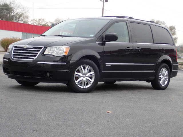 Chrysler TOWN & COUNTRY 2010 $9750.00 incacar.com
