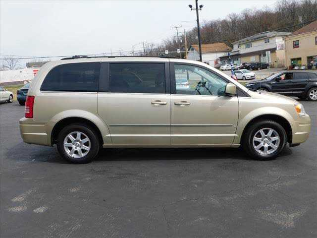 Chrysler TOWN & COUNTRY 2010 $7995.00 incacar.com