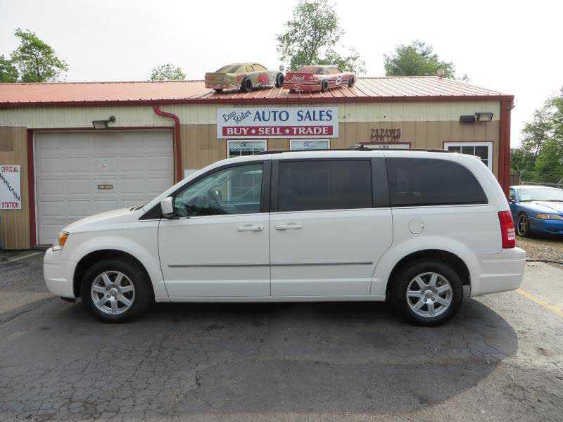 Chrysler TOWN & COUNTRY 2010 $6988.00 incacar.com