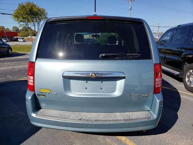 Chrysler TOWN & COUNTRY 2010 $12995.00 incacar.com