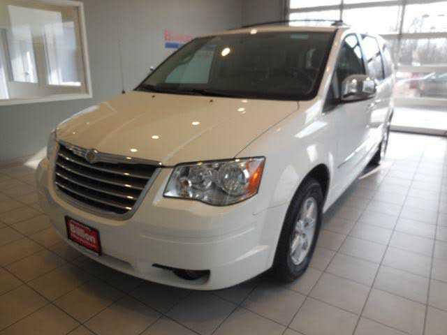Chrysler TOWN & COUNTRY 2010 $8995.00 incacar.com