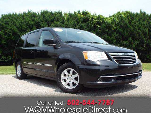 Chrysler TOWN & COUNTRY 2011 $7995.00 incacar.com