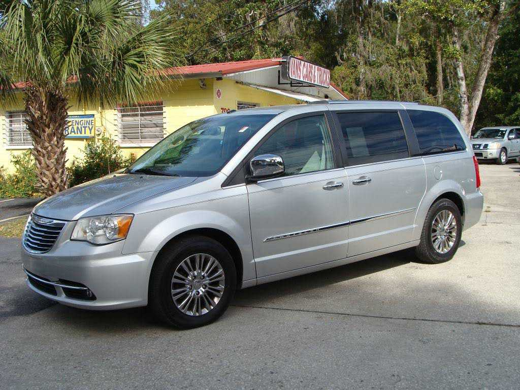 used Chrysler TOWN & COUNTRY 2011 vin: 2A4RR6DG7BR611380