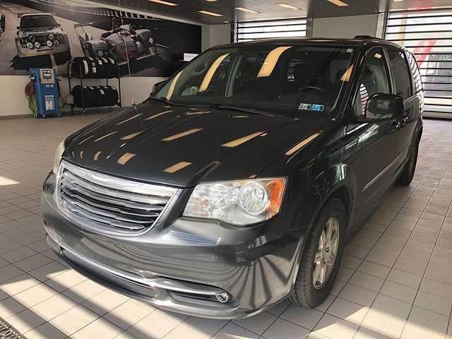 Chrysler TOWN & COUNTRY 2011 $8995.00 incacar.com
