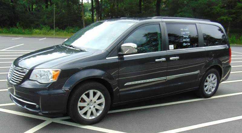 Chrysler TOWN & COUNTRY 2011 $9995.00 incacar.com