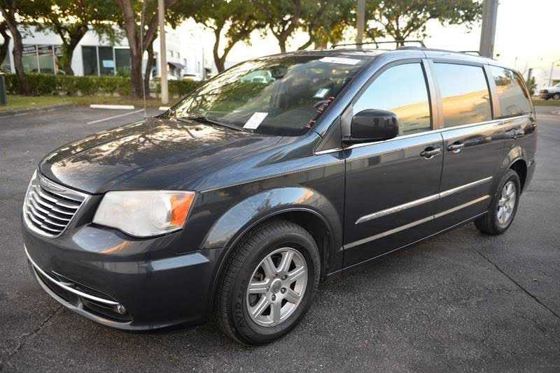 used Chrysler TOWN & COUNTRY 2013 vin: 2C4RC1BGXDR669631