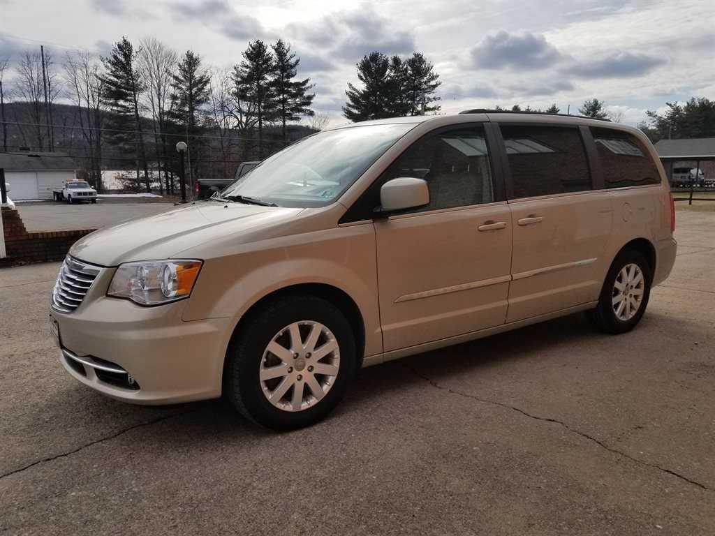 Chrysler TOWN & COUNTRY 2013 $14500.00 incacar.com