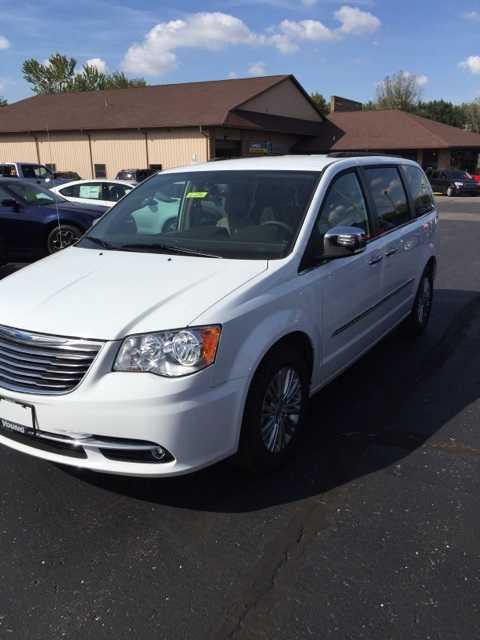 Chrysler TOWN & COUNTRY 2015 $38445.00 incacar.com
