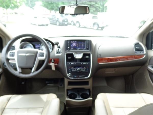 Chrysler TOWN & COUNTRY 2015 $43995.00 incacar.com