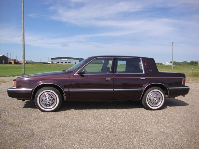 Dodge Dynasty 1993 $10750.00 incacar.com