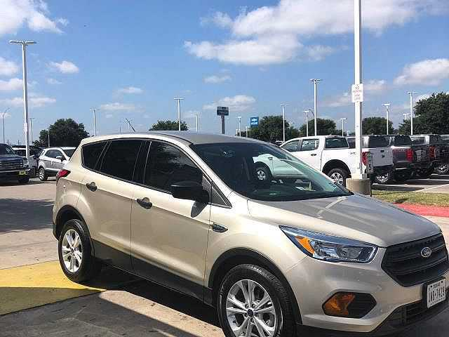 used Ford Escape 2017 vin: 1FMCU0F78HUD66004