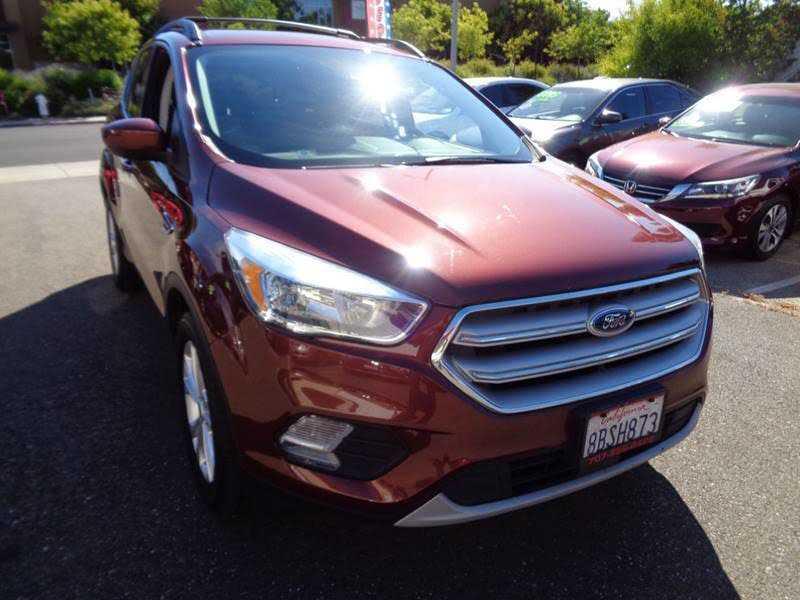 Ford Escape 2018 $14995.00 incacar.com