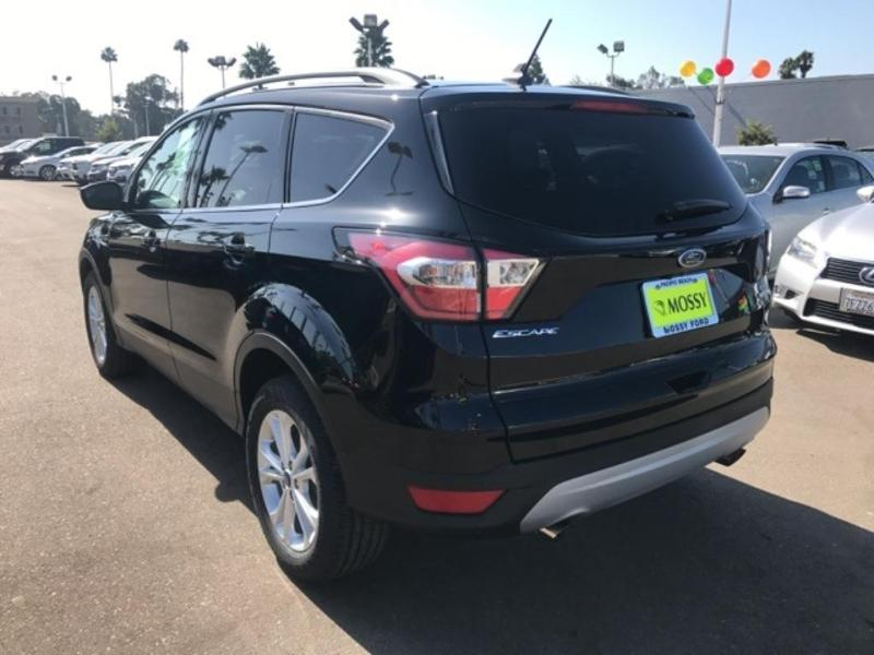 used Ford Escape 2018 vin: 1FMCU0HD9JUA24134