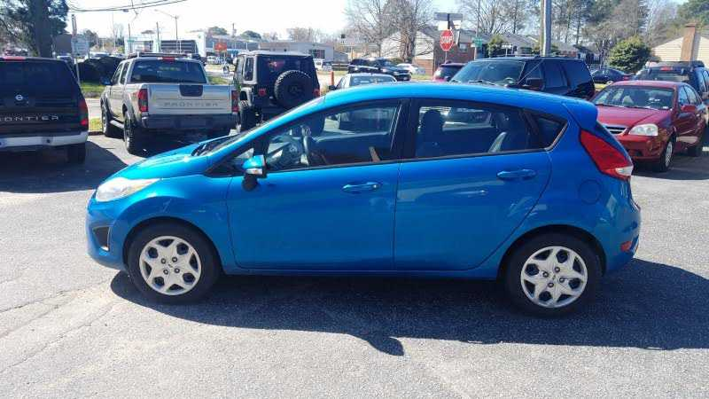 Ford Fiesta 2013 $3645.00 incacar.com